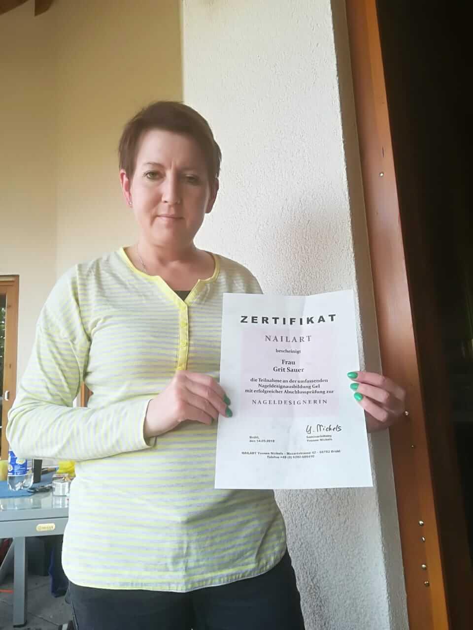 Nageldesign Online Ausbildung Kunden Zertifikat